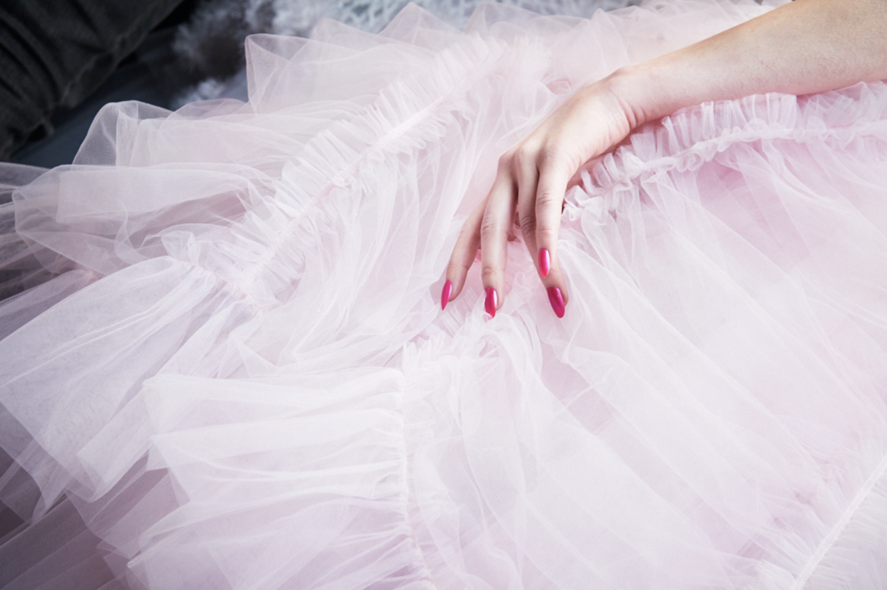 <p>From the modern French mani and mirrored, chrome finishes, to negative space nails and completely OTT embellished talons, this is the ELLE edit of the most inspiring nail art looks and trends direct from backstage at fashion week AW19.</p><p>Get your Autumn 2019 nail art inspo here..</p>