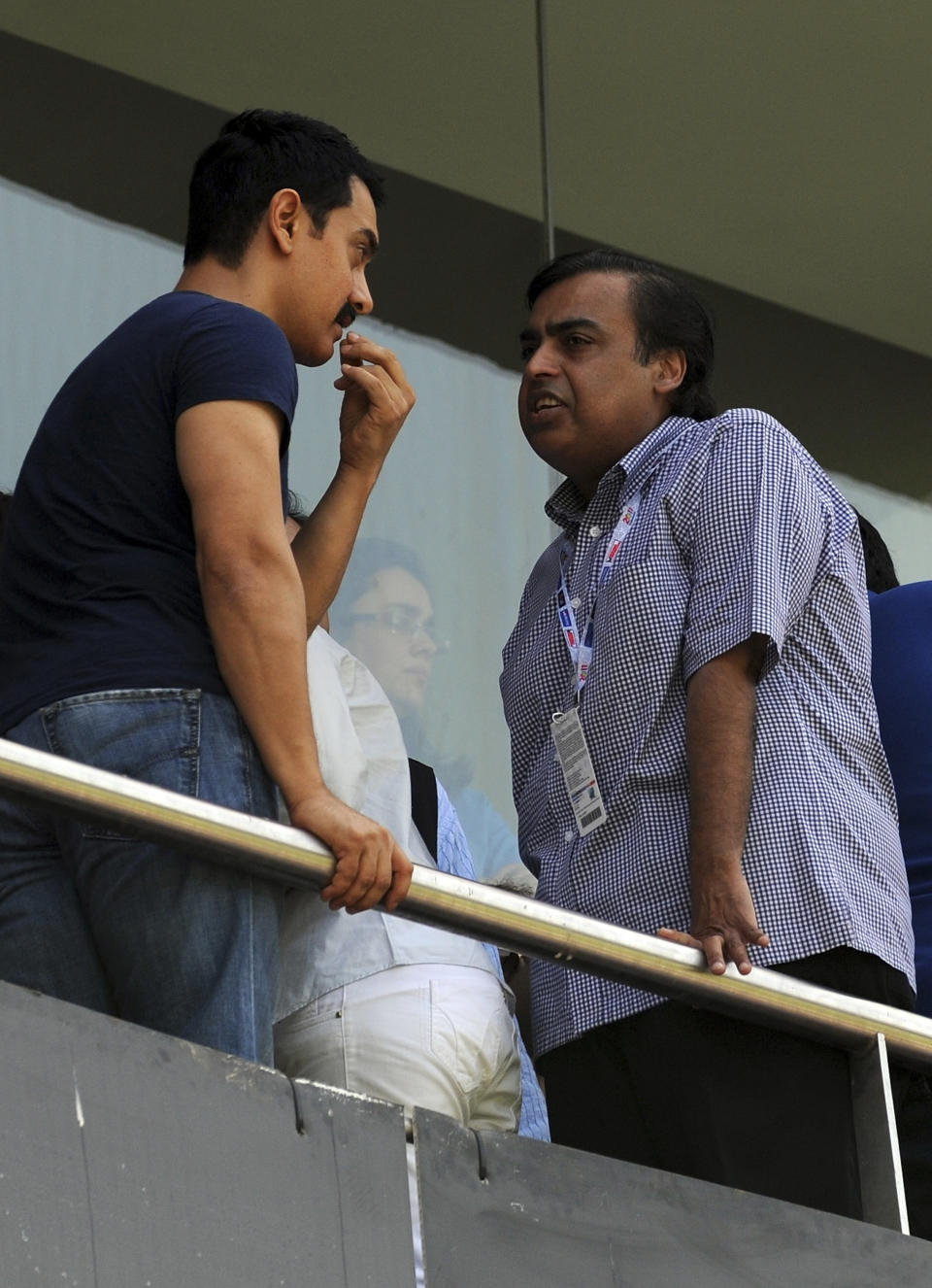 Indian actor Aamir Khan (L) and industrialist Mukesh Ambani interact in the stands during the ICC Cricket World Cup final between India and Sri Lanka at Wankhede Stadium in Mumbai on April 2, 2011. AFP PHOTO/Indranil MUKHERJEE