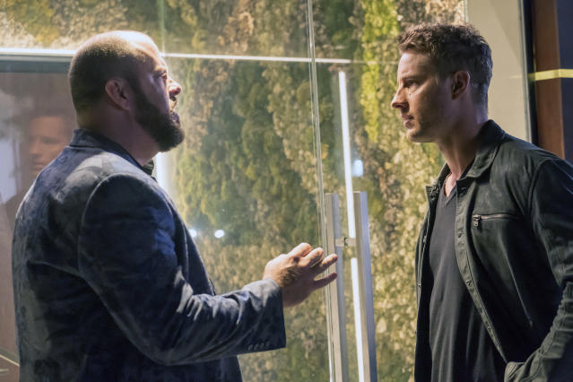<p>Chris Sullivan as Toby Damon and Justin Hartley as Kevin Pearson in NBC's <i>This Is Us</i>.<br>(Photo: Ron Batzdorff/NBC) </p>