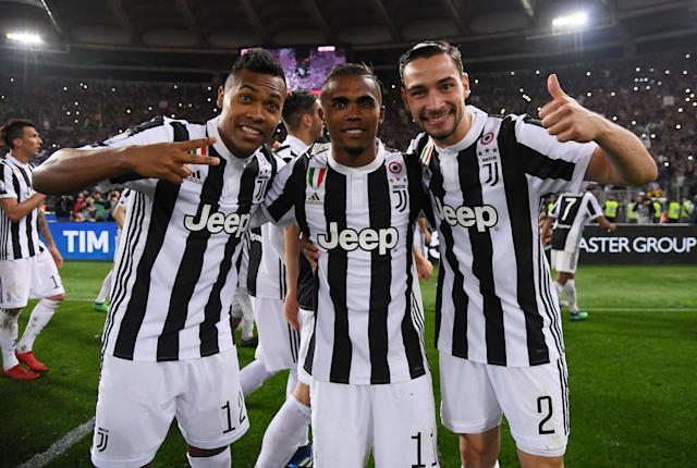 Soccer Football - Coppa Italia Final - Juventus vs AC Milan - Stadio Olimpico, Rome, Italy - May 9, 2018 Juventus' Alex Sandro, Douglas Costa and Mattia De Sciglio celebrate winning the Coppa Italia REUTERS/Alberto Lingria