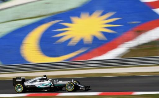 Lewis Hamilton fights back in practice for Malaysian GP
