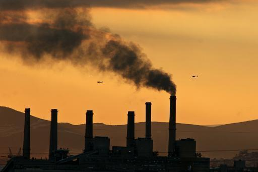 Dutch court orders state to slash greenhouse emissions