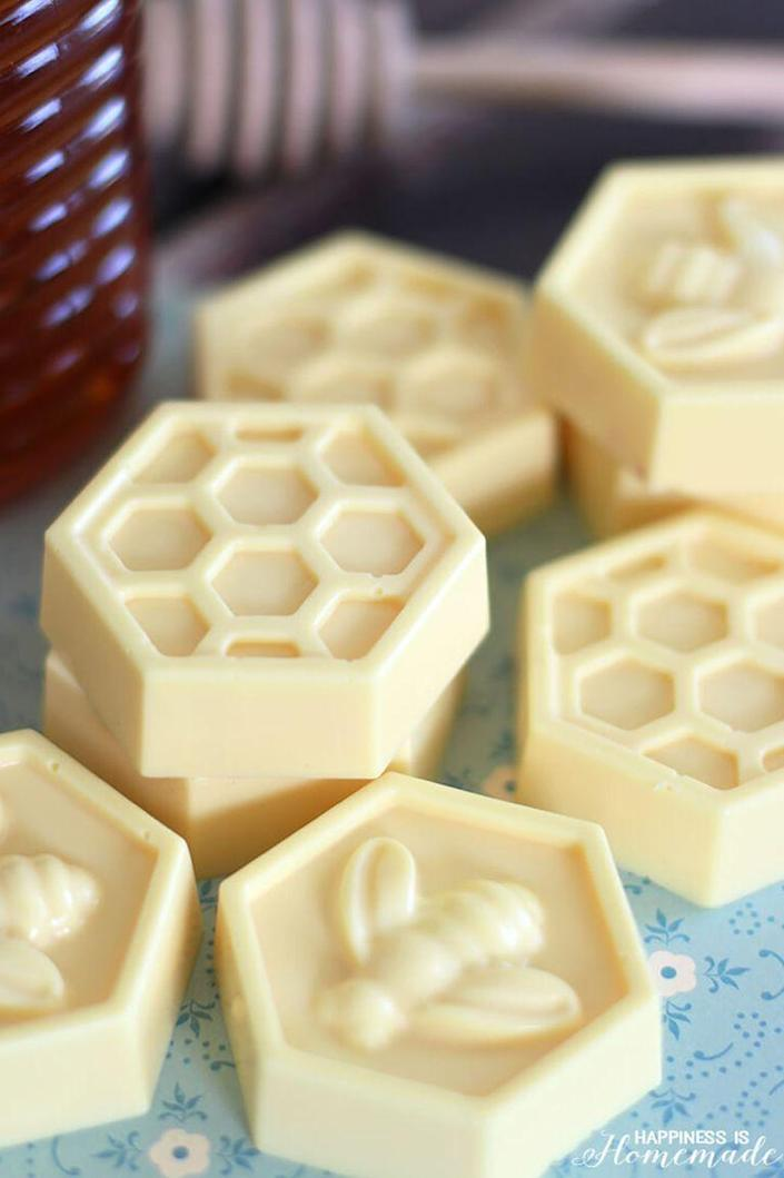 """<p>Believe it or not, these honey-scented soaps take only 10 minutes to make. They're the perfect last-minute gift option.</p><p><strong>G</strong><strong>et the tutorial at <a href=""""https://www.happinessishomemade.net/10-minute-diy-milk-honey-soap/"""" rel=""""nofollow noopener"""" target=""""_blank"""" data-ylk=""""slk:Happiness is Homemade"""" class=""""link rapid-noclick-resp"""">Happiness is Homemade</a>.</strong></p><p><strong><a class=""""link rapid-noclick-resp"""" href=""""https://go.redirectingat.com?id=74968X1596630&url=https%3A%2F%2Fwww.walmart.com%2Fip%2FAreej-Loaf-Mold-Pkg-Soap-Making-Kit-Lavender%2F663662409&sref=https%3A%2F%2Fwww.thepioneerwoman.com%2Fholidays-celebrations%2Fgifts%2Fg32307619%2Fdiy-gifts-for-mom%2F"""" rel=""""nofollow noopener"""" target=""""_blank"""" data-ylk=""""slk:SHOP SOAP MAKING KITS"""">SHOP SOAP MAKING KITS</a><br></strong></p>"""