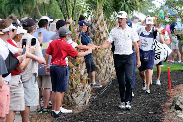 "<div class=""caption""> Horschel gives knuckles with fans. </div> <cite class=""credit"">Ben Jared/Getty Images</cite>"