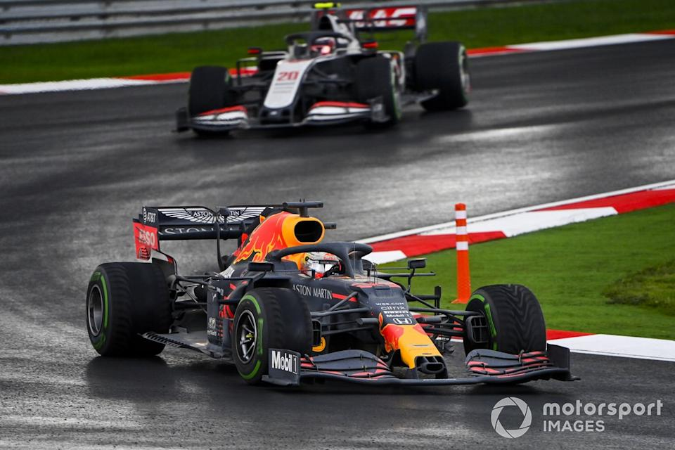 """Max Verstappen, Red Bull Racing RB16, Kevin Magnussen, Haas VF-20<span class=""""copyright"""">Mark Sutton / Motorsport Images</span>"""