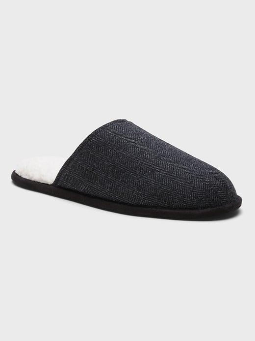 <p>Slipping these <span>Banana Republic Sherpa Indoor Slippers</span> ($24-$50) under the tree offers toasty toes all year long.</p>