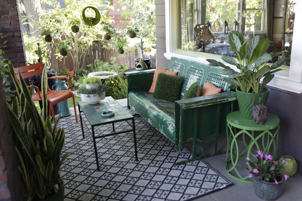 "A Hollywood front porch is transformed into a stylish outdoor room with a recycled plastic rug from Mad Mats. <span class=""copyright"">(Bethany Mollenkof / Los Angeles Times)</span>"