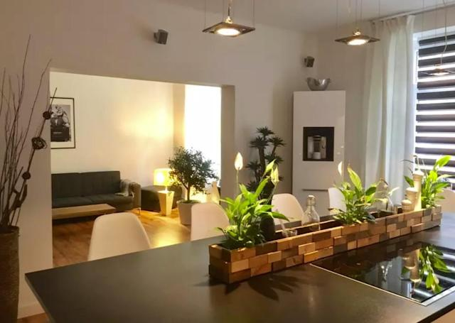 <p>The kitchen opens up into the living room in this bright and airy flat. (Airbnb) </p>