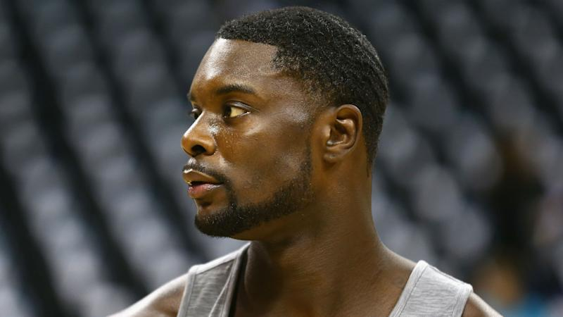 Watch Lance Stephenson break open an apple with his bare hands