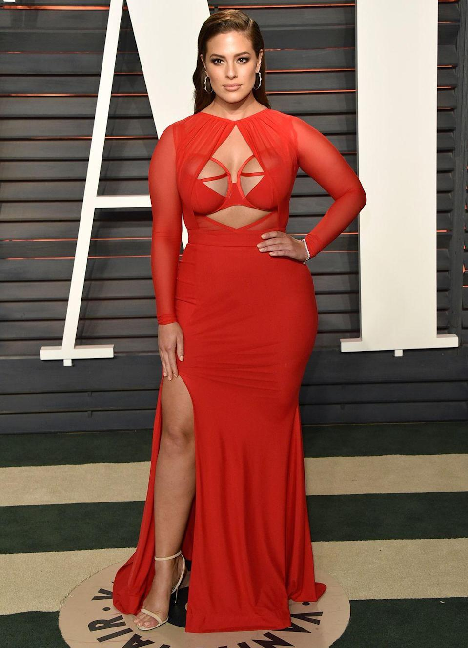 """<p>The model looked sizzling in a custom gown by Bao Tranchi at lthe 2016 Oscars, but admitted that finding a dress felt like a job in itself. </p><p>""""I've just been insanely busy—I mean first of all trying to find a dress for the Oscars, girls my size, these girls this size [gesturing to her chest], I mean it has been a whole job in itself. So I am happy tonight with my outfit,"""" Graham told <a href=""""https://twitter.com/susanasaurusrex/status/704107931302764544?"""" rel=""""nofollow noopener"""" target=""""_blank"""" data-ylk=""""slk:E!'s Giuliana Rancic"""" class=""""link rapid-noclick-resp""""><em>E!</em>'s Giuliana Rancic</a><span class=""""redactor-invisible-space""""> on the red carpet. </span></p>"""