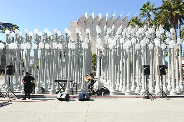 "<a target=""_blank"" href=""http://music.yahoo.com/blogs/live/ellie-goulding-surprises-fans-at-lacma-with-performance-for-crash-concerts--011738698.html"">Y! Crash Concerts Presents: Ellie Goulding at LACMA in Los Angeles, CA</a>"