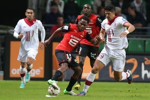 Rennes' midfielder Jean II Makoun challenges for the ball with Lille's forward Tulio De Melo during their french League One soccer match in Rennes, western France, Friday, Sept. 28, 2012. (AP Photo/David Vincent)