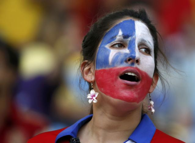 A fan of Chile waits for the start of the 2014 World Cup Group B soccer match against Spain at the Maracana stadium in Rio de Janeiro June 18, 2014. REUTERS/Jorge Silva (BRAZIL - Tags: SOCCER SPORT WORLD CUP)