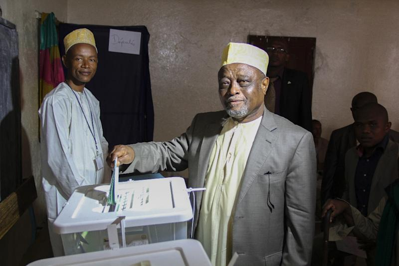 Mohamed Ali Soilihi votes at a polling station in Mbeni on January 25, 2015 during legislative elections