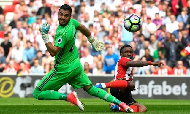 "<span class=""element-image__caption"">Sergio Romero was preferred in goal to David de Gea for Manchester United against Sunderland.</span> <span class=""element-image__credit"">Photograph: Stu Forster/Getty Images</span>"