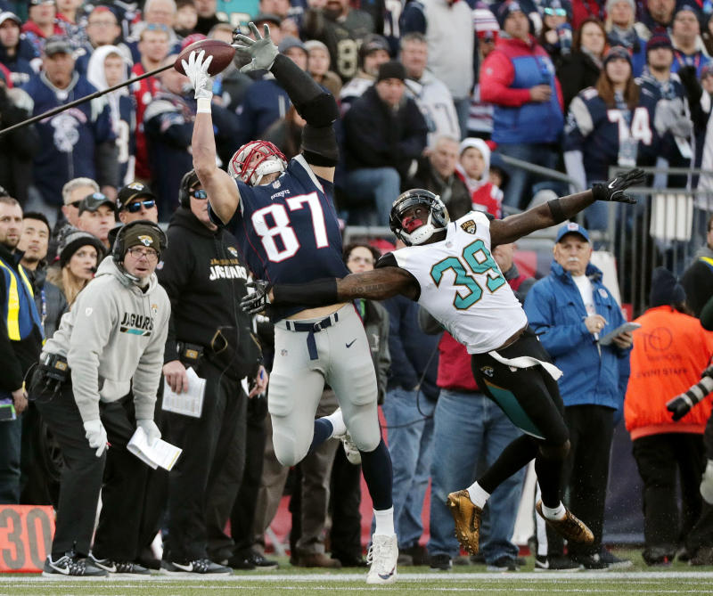 Rob Gronkowski hit in head, misses second half