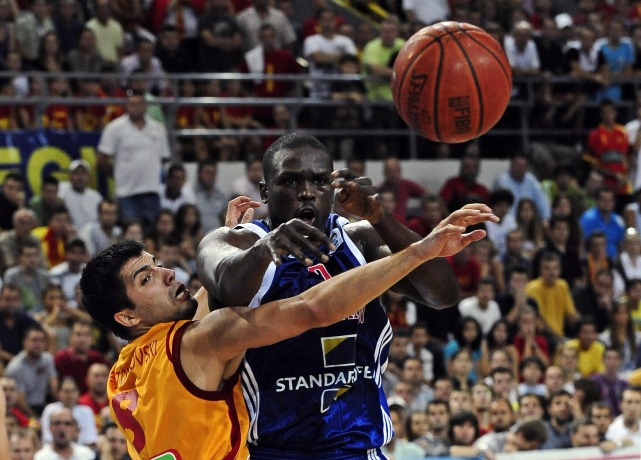 Loul Deng (R) of Britain passes next to Vojdan Stojanovski of Macedonia during their men's European Championship 2011 qualification basketball game in Skopje August 23, 2010. REUTERS/Ognen Teofilovski (MACEDONIA - Tags: SPORT BASKETBALL)