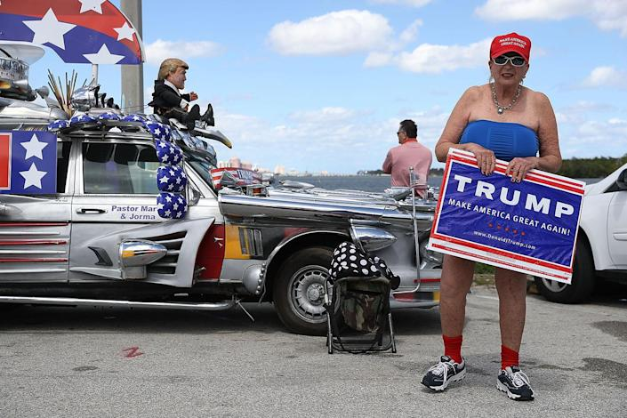 <p>Madi Page shows her support for President Donald Trump near his Mar-a-Lago resort home in West Palm Beach, Fla., March 4, 2017. (Photo: Joe Raedle/Getty Images) </p>