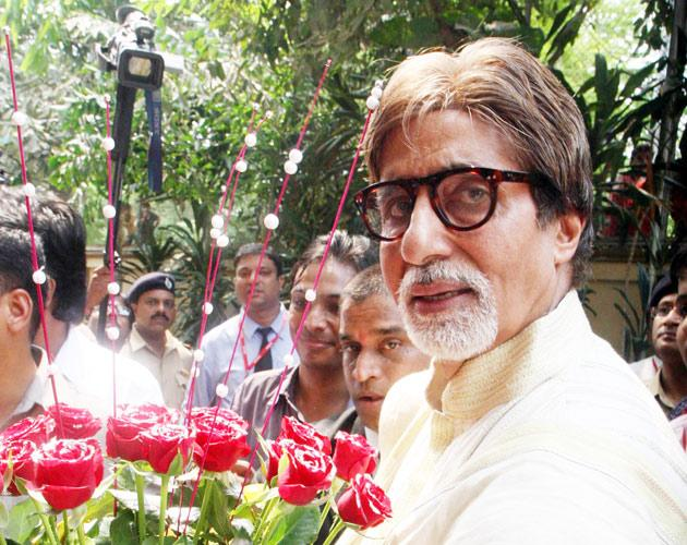 """Amitabh Bachchan celebrates his birthday<br><br><a href=""""http://in.movies.yahoo.com/news/69-amitabh-logs-fan-085357437.html"""" data-ylk=""""slk:Read about his plans;outcm:mb_qualified_link;_E:mb_qualified_link;ct:story;"""" class=""""link rapid-noclick-resp yahoo-link"""">Read about his plans</a>"""