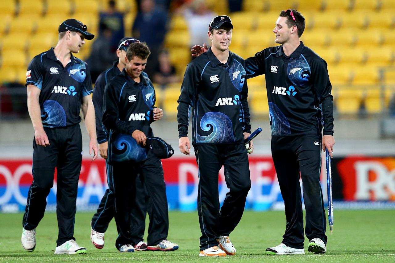 WELLINGTON, NEW ZEALAND - JANUARY 31: Mitchell McClenaghan of New Zealand (R) congratulates Matt Henry (C) following his debut  during Game 5 of the men's one day international between New Zealand and India at Westpac Stadium on January 31, 2014 in Wellington, New Zealand.  (Photo by Phil Walter/Getty Images)