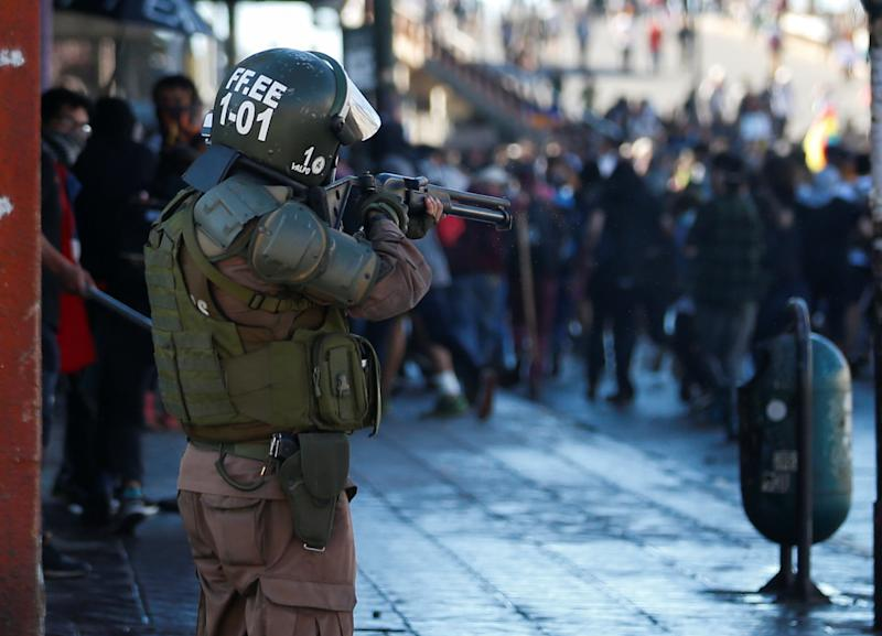 A member of the security forces aims his weapon during a protest against Chile's government in Valparaiso, Chile on Oct. 28, 2019. (Photo: Rodrigo Garrido/Reuters)