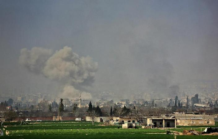 Smoke rises after Syrian regime strikes on the village of Mesraba in Eastern Ghouta on March 7, 2018 (AFP Photo/STRINGER)