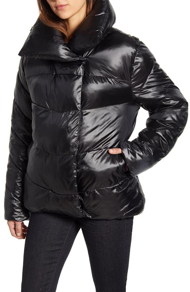 "<p>Stay cozy in this cute <a href=""https://www.popsugar.com/buy/Rachel-Parcell-Puffer-Jacket-514673?p_name=Rachel%20Parcell%20Puffer%20Jacket&retailer=shop.nordstrom.com&pid=514673&price=149&evar1=fab%3Aus&evar9=36124584&evar98=https%3A%2F%2Fwww.popsugar.com%2Fphoto-gallery%2F36124584%2Fimage%2F46874698%2FRachel-Parcell-Puffer-Jacket&list1=shopping%2Ccoats%2Choliday%2Cjackets%2Cwinter%2Cwinter%20fashion%2Choliday%20fashion%2Cpuffer%20jackets&prop13=api&pdata=1"" rel=""nofollow"" data-shoppable-link=""1"" target=""_blank"" class=""ga-track"" data-ga-category=""Related"" data-ga-label=""https://shop.nordstrom.com/s/rachel-parcell-puffer-jacket/5333715/full?origin=keywordsearch-personalizedsort&amp;breadcrumb=Home%2FAll%20Results%2FWomen%27s%20Clothing&amp;color=black"" data-ga-action=""In-Line Links"">Rachel Parcell Puffer Jacket</a> ($149).</p>"
