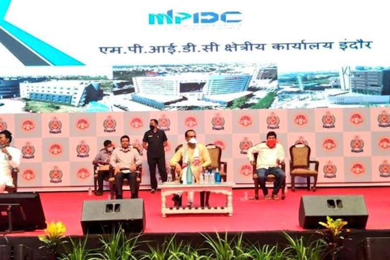 During Indore Visit, MP CM Lauds City's Resilience in Fighting Covid-19; Says Virus Found Foothold via International Flights