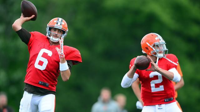 Hoyer beats injury, Manziel to win starting job
