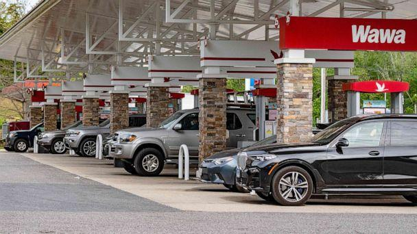 PHOTO: People line up to get gas at a station in Annapolis, Md., May 12, 2021. (Jim Watson/AFP via Getty Images)