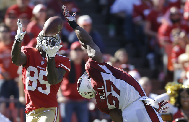 San Francisco 49ers tight end Vernon Davis (85) catches a 35-yard touchdown over Arizona Cardinals strong safety Yeremiah Bell (37) during the second quarter of an NFL football game in San Francisco, Sunday, Oct. 13, 2013. (AP Photo/Ben Margot)