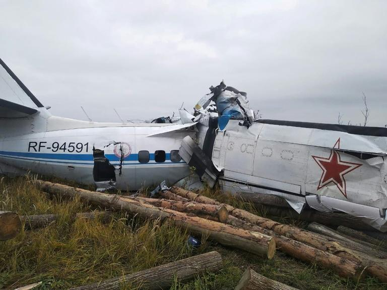 Images published by the emergencies ministry showed the aircraft broken in half (AFP/-)