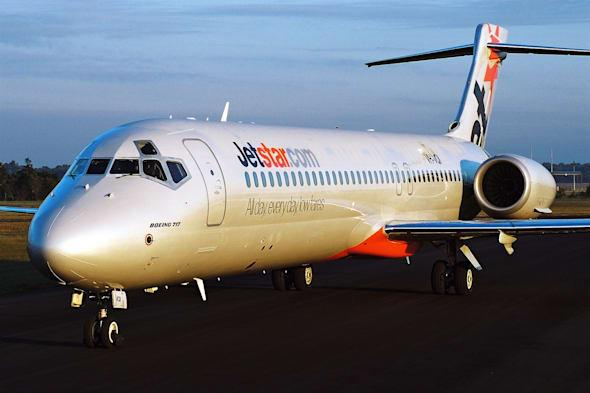 Woman forced to carry her disabled sister off Jetstar flght after no wheelchair upon