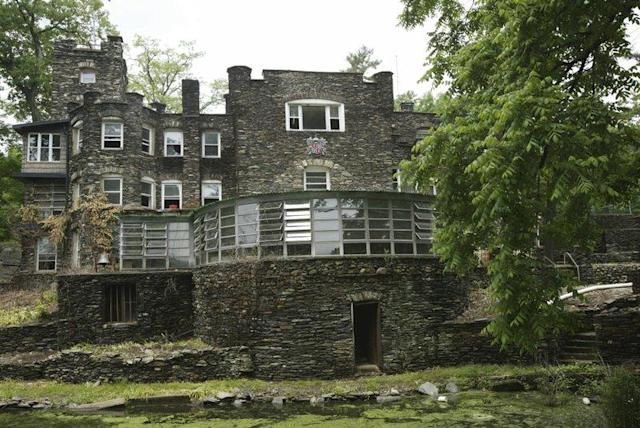 Derek Jeter is listing a New York State lakeside castle he bought for $425,000 for nearly 35 times what he paid for it in 2003. (AP)