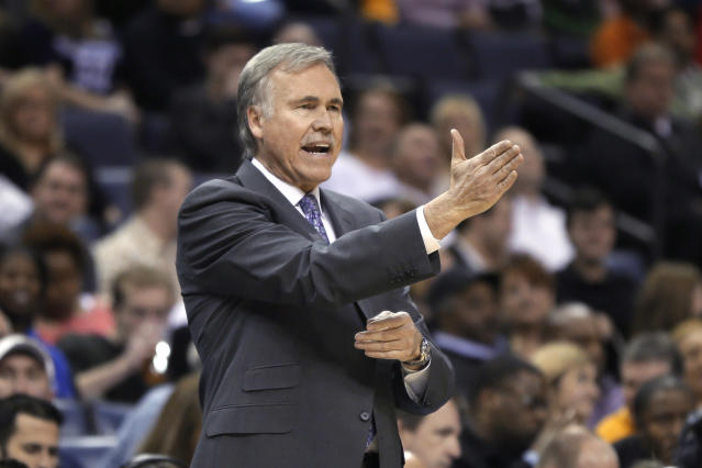 Los Angeles Lakers coach Mike D'Antoni calls out during the first half of the Lakers' NBA basketball game against the Memphis Grizzlies in Memphis, Tenn., Tuesday, Dec. 17, 2013. (AP Photo/Danny Johnston)