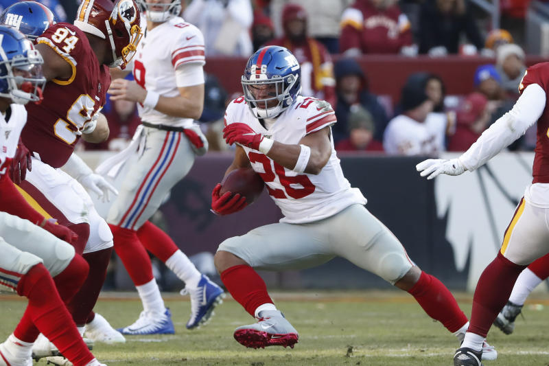 Watch: Giants' Saquon Barkley out for game with knee injury