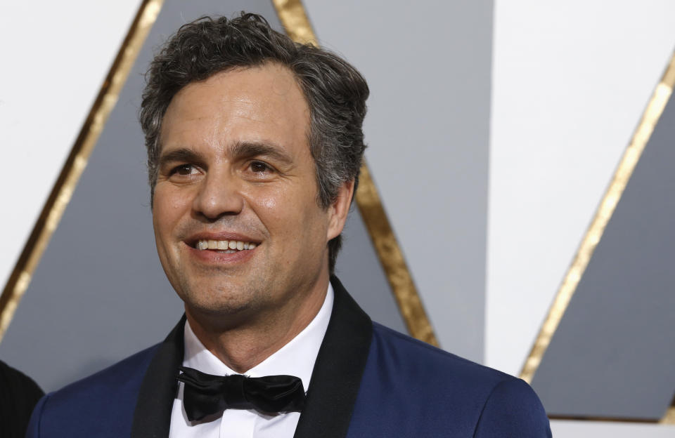 """Mark Ruffalo, nominated for Best Supporting Actor for his role in """"Spotlight"""", arrives at the 88th Academy Awards in Hollywood, California February 28, 2016.  REUTERS/Adrees Latif"""