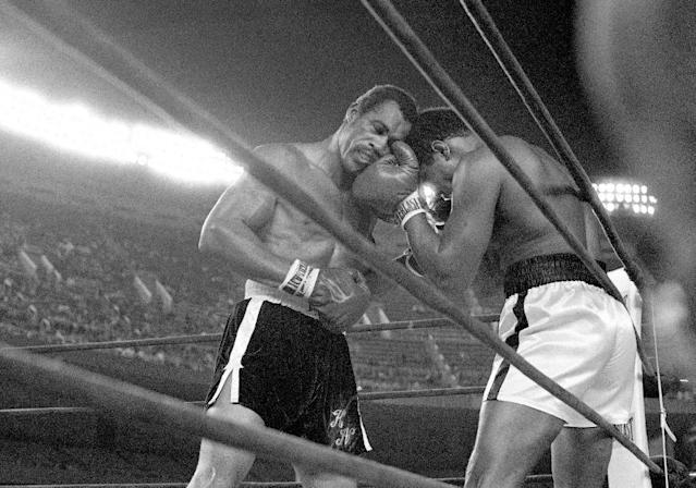 FILE - In this Sept. 28, 1976, file photo, challenger Ken Norton, left, and heavyweight champion Muhammad Ali trade right punches in the late rounds of their title fight in New York's Yankee Stadium. Norton, a former heavyweight champion, has died, his son said, Wednesday, Sept. 18, 2013. He was 70. (AP Photo/File_