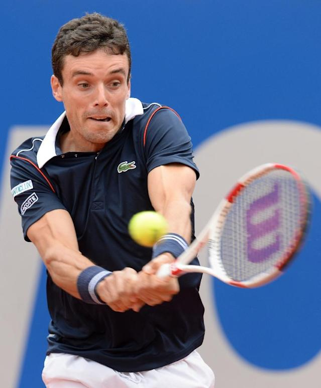 Spain's Roberto Bautista Agut returns the ball during his semi-final match against Britain's Andy Murray at the Munich Open on May 2, 2015. Murray won the match 6-4, 6-4 (AFP Photo/Christof Stache)