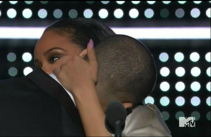 3f1097b152d53 Here s Proof Rihanna Didn t Curve Drake at the VMAs After All