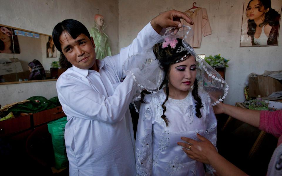 An Afghan bride at a local beauty parlor in Bamiyan in 2010 - Paula Bronstein /Getty Images