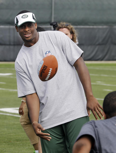 New York Jets quarterback Geno Smith tosses footballs to youngsters during a Play 60 event as part of NFL football's rookie symposium at the Cleveland Browns practice facility in Berea, Ohio Tuesday, June 25, 2013. (AP Photo/Mark Duncan)