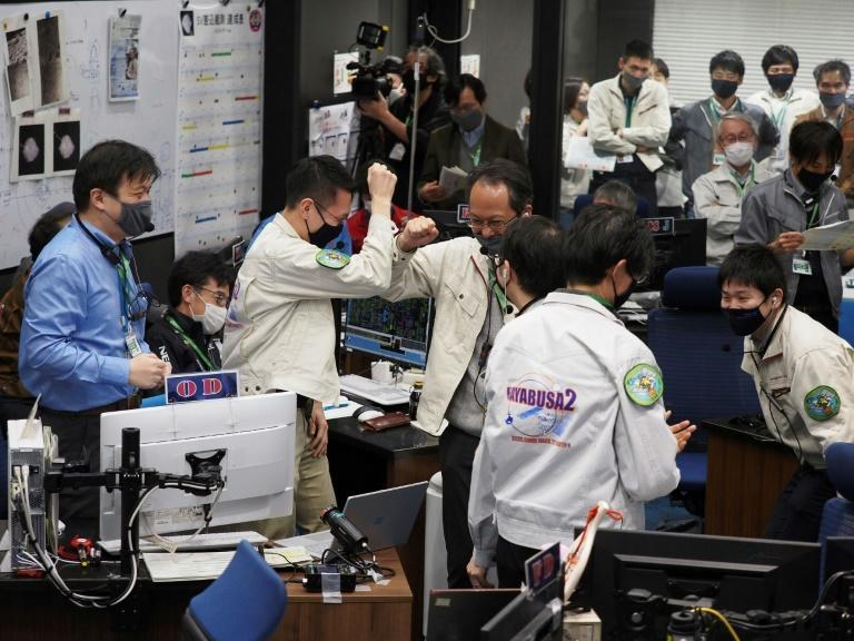 Officials from Japan's space agency JAXA cheered and pumped their fists in excitement after asteroid samples were dropped off on Earth by the Japanese space probe Hayabusa-2 (Photo source: JAXA)