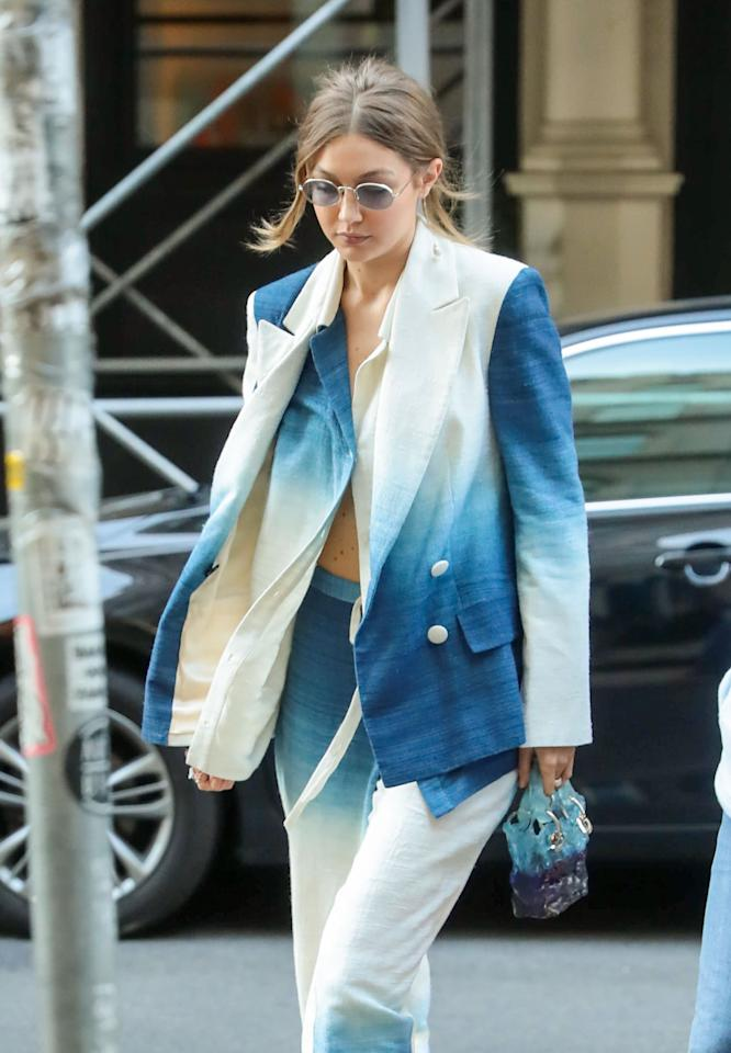 "<p>Gigi Hadid styled her white and blue Oscar de la Renta suit with a <a href=""https://www.popsugar.com/fashion/gigi-hadid-tie-dye-suit-and-jelly-bag-46785082"" class=""ga-track"" data-ga-category=""Related"" data-ga-label=""https://www.popsugar.com/fashion/gigi-hadid-tie-dye-suit-and-jelly-bag-46785082"" data-ga-action=""In-Line Links"">matching jelly bag</a> while in New York.</p>"