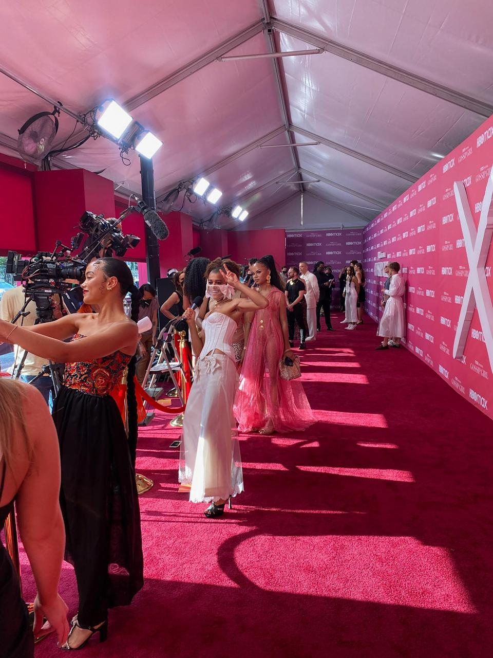 Sisterly love! Selfie with Jordan on the pink carpet! I peep Josh & Karena making an appearance in the background, too.