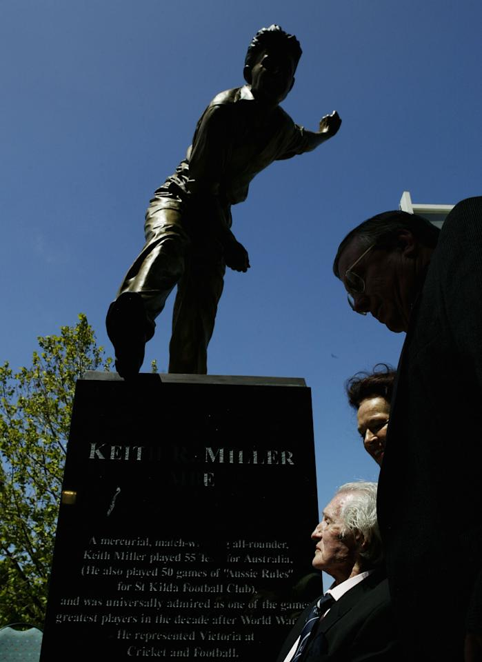 MELBOURNE, AUSTRALIA - FEBRUARY 16:   Keith Miller of Australia admires his statue during a ceremony at the MCG on February 16, 2004 in Melbourne, Australia. (Photo by Mark Dadswell/Getty Images)