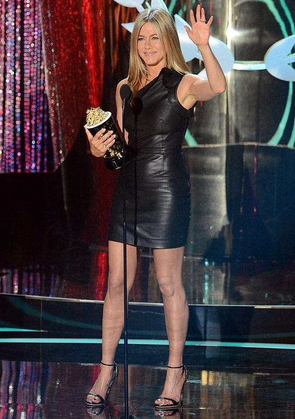 Jennifer Aniston MTV Movie Awards 2012: Looks Sexy In Leather & Shows Off Toe Ring
