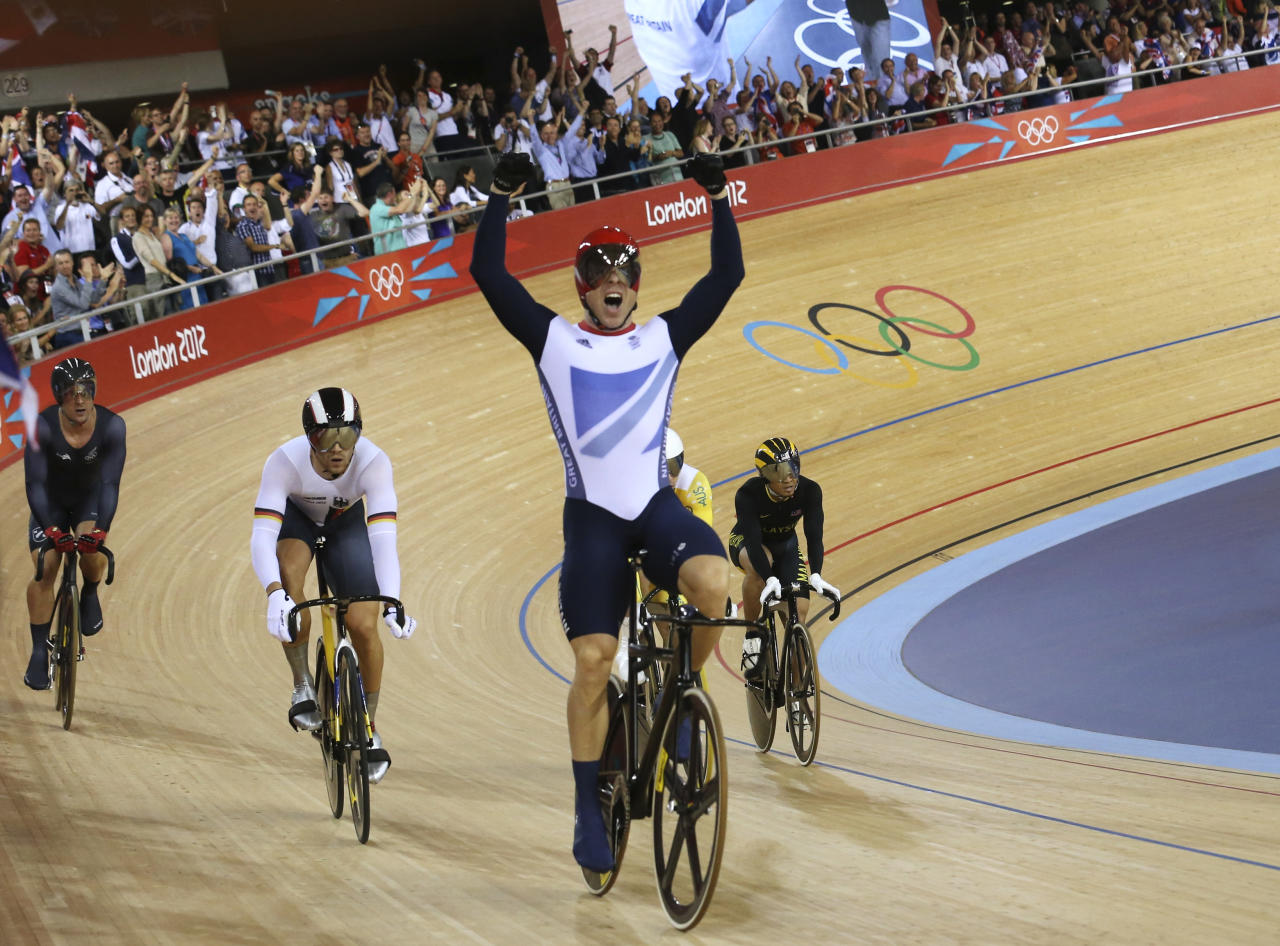 Britain's Chris Hoy celebrates after the track cycling men's keirin finals at the Velodrome during the London 2012 Olympic Games August 7, 2012. Hoy won the gold medal.              REUTERS/Luke Macgregor (BRITAIN  - Tags: OLYMPICS SPORT CYCLING)