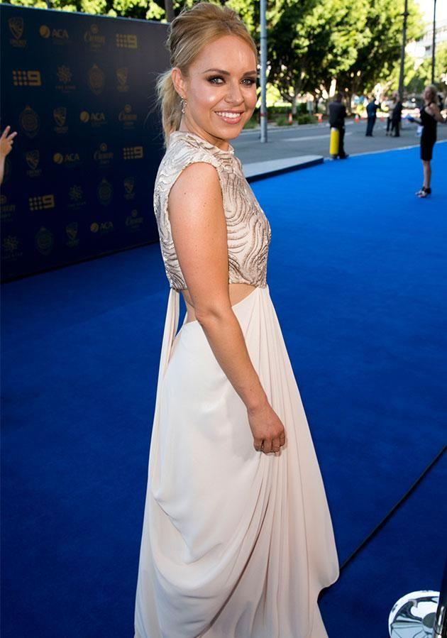 Julie Snook sports white on blue carpet of the Allan Border Medal in Sydney. Photo: Media Mode