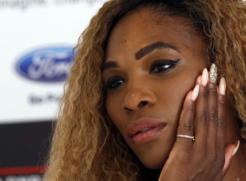 Serena waiting to see how injured thigh feels